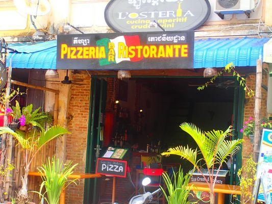 Vendesi ristorante pizzeria in Cambogia - Entrata