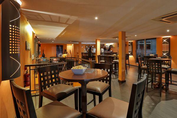 Vendesi Lounge Bar nella stupenda Mauritius - Tavoli