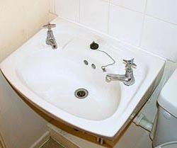 Ragazzi corti con grossi rubinetti